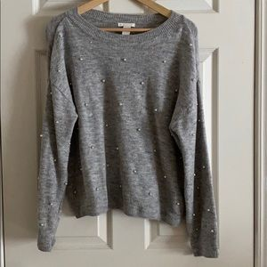 Grey sweater with small pearls